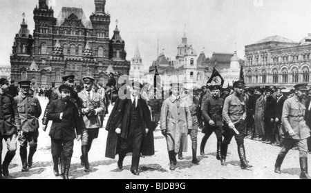 LENIN crosses Red Square in May 1919 accompanied by Red Army commanders - Stock Photo