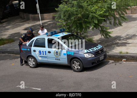 policia police car stop and question another driver in capital federal buenos aires republic of argentina south - Stock Photo