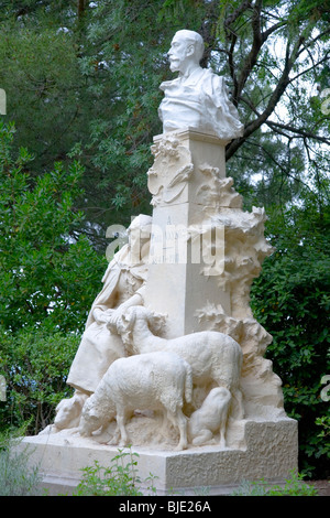 Avignon, Provence, France. Monument to 19th century painter Paul Vayson in the gardens of the Rocher des Doms. - Stock Photo