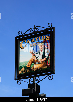 Painted pub sign 'Carter's Rest' against a clear deep blue sky - Stock Photo