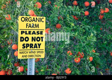 Sign 'Organic Farm - Please Do Not Spray'. - Stock Photo
