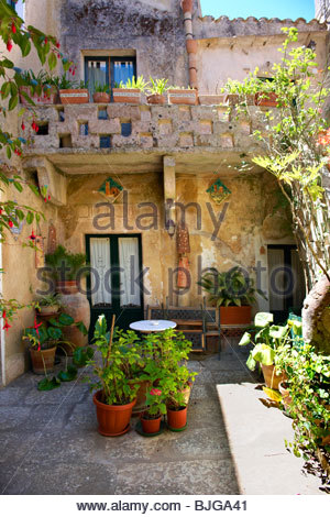 Courtyard of a house in Érice, Erice, Sicily stock photos. - Stock Photo