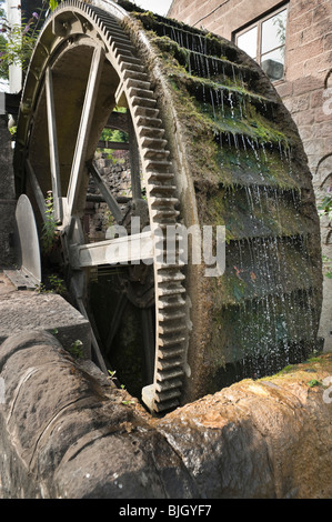 A large overshot waterwheel from the mid-19th century which used to grind barytes but is now unused. Cromford, Derbyshire - Stock Photo