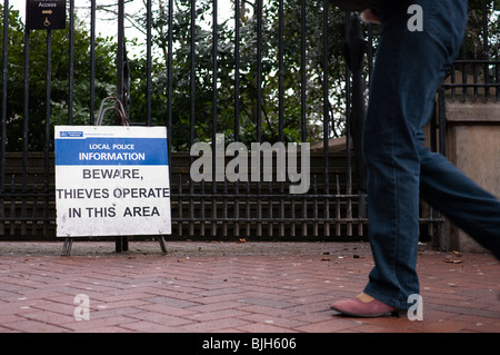 A police warning sign that thieves operate in this area - Stock Photo