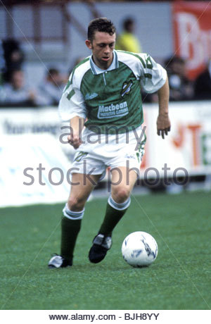 03/10/92 PARTICK THISTLE V HIBS (2-2) FIRHILL - GLASGOW Hibs' Willie Miller in action - Stock Photo