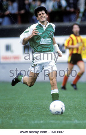 03/10/92 PARTICK THISTLE V HIBS (2-2) FIRHILL - GLASGOW Hibs' Darren Jackson in action - Stock Photo