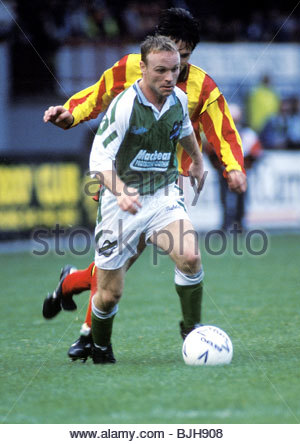 03/10/92 PARTICK THISTLE V HIBS (2-2) FIRHILL - GLASGOW Hibs' Mickey Weir in action - Stock Photo