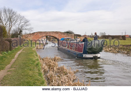 Chesterfield Canal on the approach to Misterton Top Lock, Nottinghamshire. - Stock Photo