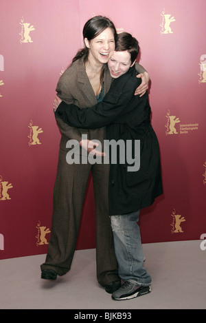 SABINE TIMOTEO & JULIA HUMMER BERLIN FILM FESTIVAL 2005 BERLIN GERMANY 15 February 2005 - Stock Photo