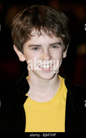 The Golden Compass (2007) - Where to Watch It Streaming ...  |The Golden Compass Movie Freddie Highmore