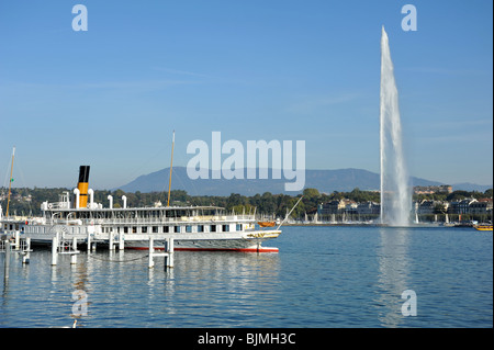 View across Lake Geneva towards Mont Blanc and the Alps. A paddle steamer that dates back to 1913 is seen in the - Stock Photo