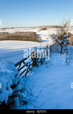 Winter snow on the Cotswolds - looking towards Cold Aston from Broadwater Bottom near Farmington, Gloucestershire - Stock Photo