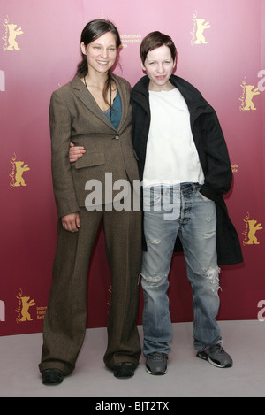 SABINE TIMOTEO & JULIA HUMMER BERLIN FILM FESTIVAL 2005 BERLIN GERMANY 16 February 2005 - Stock Photo