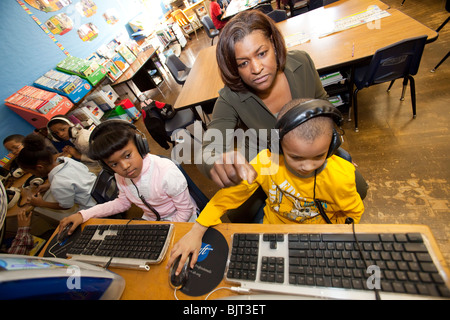 Detroit, Michigan - First grade teacher Ivy Bailey teaches computers at MacDowell Elementary School. - Stock Photo