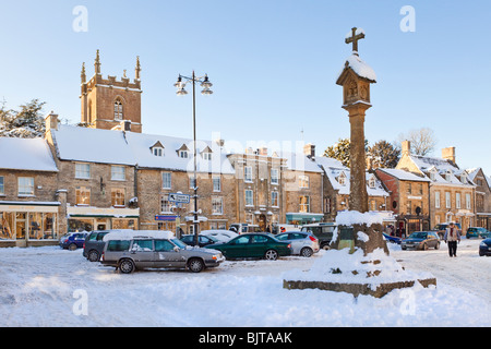 Winter snow on the square in the Cotswold town of Stow on the Wold, Gloucestershire - Stock Photo