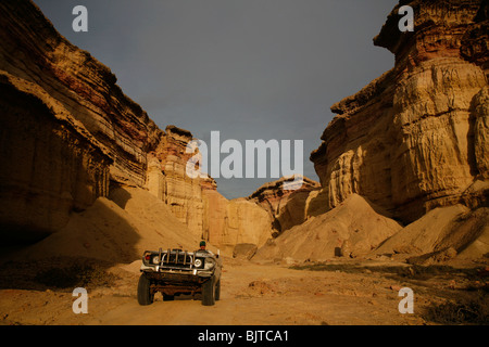 A car drives out of the magnificent canyons which run the length of the Namibe coastline. Namibe Province, Southern - Stock Photo