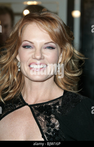 MARG HELGENBERGER IN GOOD COMPANY FILM PREMIERE CHINESE THEATRE HOLLYWOOD LOS ANGELES USA 06 December 2004 - Stock Photo