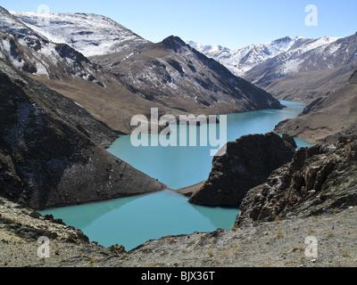 Tibet's Sacred Yamdrok Tso Lake. Known as Yamzho Yumco in Tibetan. - Stock Photo