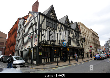 The Shakespeare Public House,situated on Fountain Street in the heart of the City of Manchester. - Stock Photo