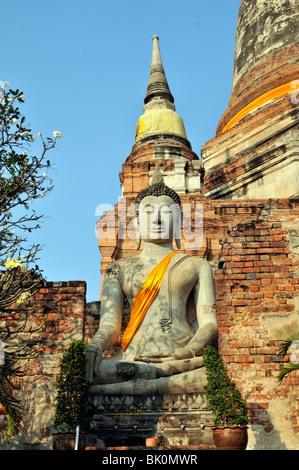 Thailande, Ayutthaya, Boudha drapé - Stock Photo