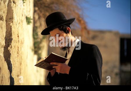 Jerusalem, old city, jew praying at the wailing wall - Stock Photo