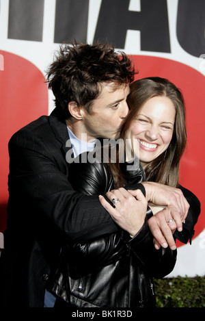 ROBERT DOWNEY JR & SUSAN LEVIN SHAGGY DOG WORLD PREMIERE HOLLYWOOD LOS ANGELES USA 07 March 2006 - Stock Photo