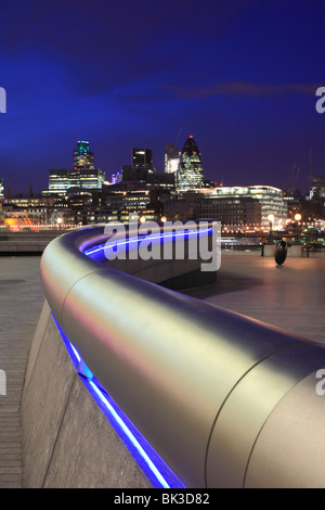 'More London' stainless steel tube handrail snaking into the distance towards the Thames and the Tower of London, - Stock Photo