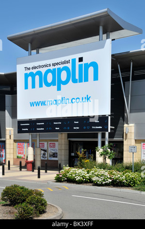 Retail Park Maplin Electronics store sign with web details - Stock Photo