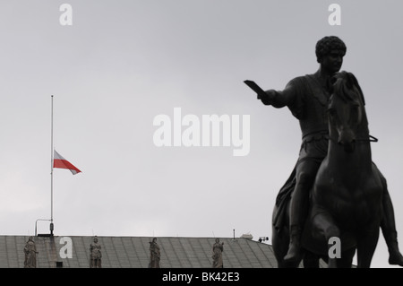 Polish flag on half mast at Presidential Palace in Warsaw, Poland after president Lech Kaczynski death in plane - Stock Photo