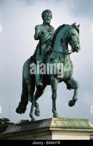 Statue of Henry IV of France (1553-1610) on the Isle de la Cite, Paris - Stock Photo