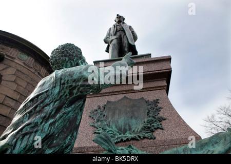 Statue of Statue of President Lincoln in the Calton New Cemetry, Edinburgh. - Stock Photo