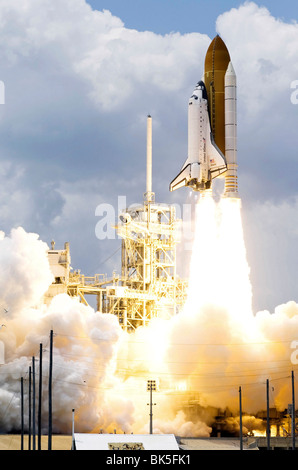 Space Shuttle Atlantis and its seven-member crew head toward Earth's orbit and rendezvous with NASA's Hubble Space - Stock Photo