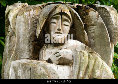 Wood carving in an old tree trunk, West Park, Long Eaton, Derbyshire, England, UK - Stock Photo
