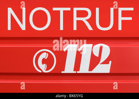 Emergency telefon number, 112 with a telephone handset icon - Stock Photo