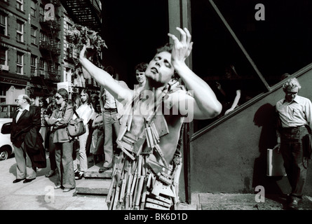 A performance artist Stephen Varble on West Broadway in Soho in New York in the Spring of 1978. (© Richard B. Levine) - Stock Photo