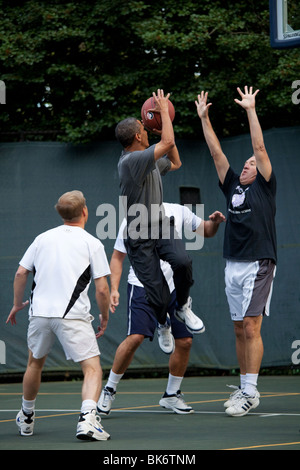 President Barack Obama shoots during a game with Cabinet Secretaries and Members of Congress on the White House - Stock Photo