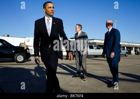 President Barack Obama says goodbye to former President George H. W. Bush and former Secretary of State James A. Baker Stock Photo