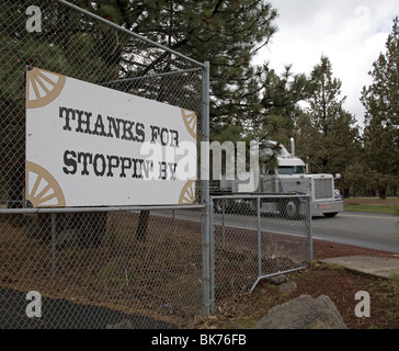 A Thanks sign on a main street of a small mountain town in Oregon - Stock Photo