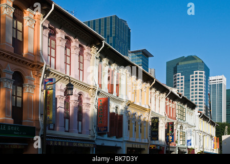 Old Chinese shophouses along Mosque Street in Singapores Chinatown. - Stock Photo
