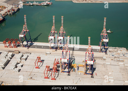 Loading cranes in cape town harbour - Stock Photo