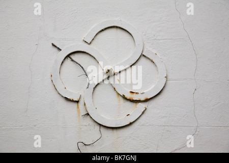 Close-up of a pattress plate (end of a tie rod) on the wall of a house in Chichester, West Sussex, England. - Stock Photo