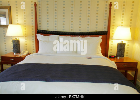 Washington DC 9th Street NW Renaissance Hotel lodging guest room poster bed bedding nightstand lamp pillow - Stock Photo