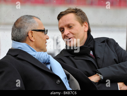Felix Magath, Coach, Schalke 04, left, and Horst Heldt, Manager, VfB Stuttgart, in conversation - Stock Photo