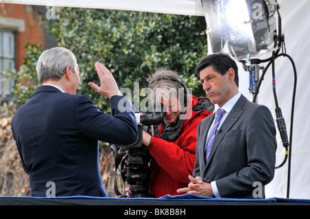 BBC presenter Jon Sopel interviewing Home Secretary Alan Johnson on podium outside Parliament - Stock Photo