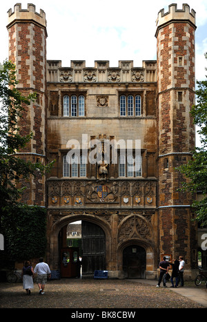 Entrance gate to Trinity College, founded in 1546 by Henry VIII, Trinity Street, Cambridge, Cambridgeshire, England, - Stock Photo