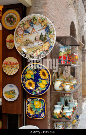San Gimignano is very famous for its brightly coloured ceramic works. Ceramic shops in Via San Matteo sell plates, - Stock Photo