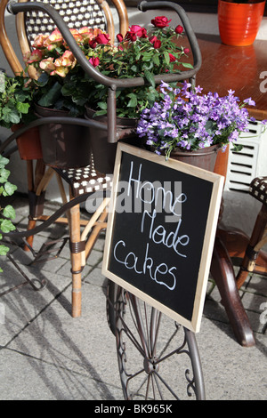 Home Made Cakes sign outside cafe - Stock Photo