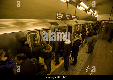 Grand Central Station stop on the No. 7 subway train in Manhattan at the evening rush hour - Stock Photo