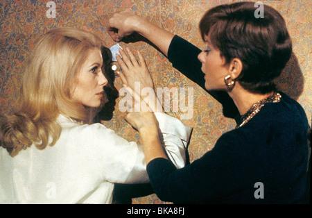 BELLE DE JOUR (1967) CATHERINE DENEUVE, GENEVIEVE PAGE BDEJ 030 - Stock Photo