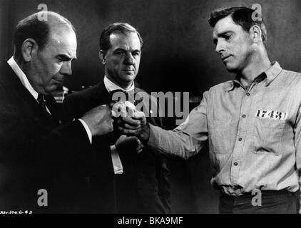 THE BIRDMAN OF ALCATRAZ (1962) KARL MALDEN, BURT LANCASTER BOA 006P L - Stock Photo